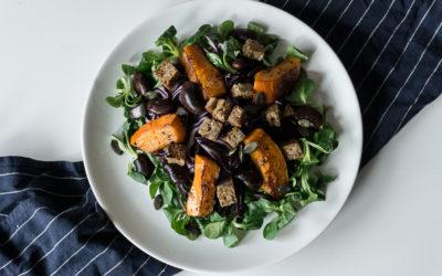 Köstlicher Wintersalat mit Rotkraut, Kürbis und Käferbohnen