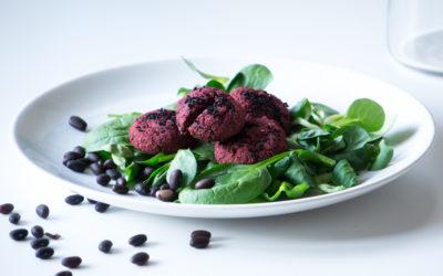 Falafel-Variation aus schwarzen Bohnen und roten Rüben